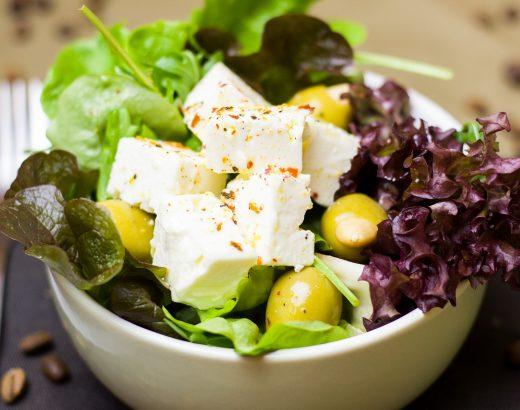 Blattsalat mit Apfelsaft-Senf-Dressing