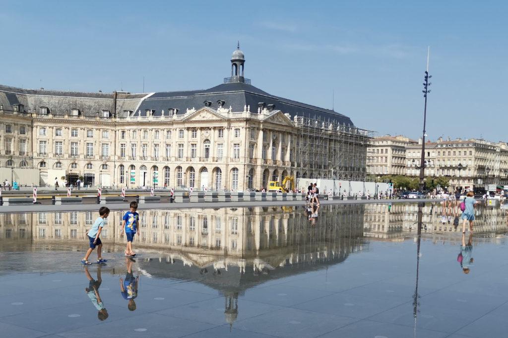 Miroir d'Eau am Place de la Bours