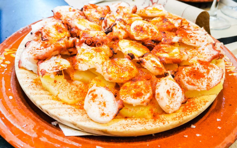 Oktopus auf Kartoffelscheiben