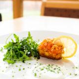Mühlviertler Lachsforellen Tatare auf Mini Kartoffelpuffer