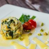 Bärlauchknödel mit Butter & Grana